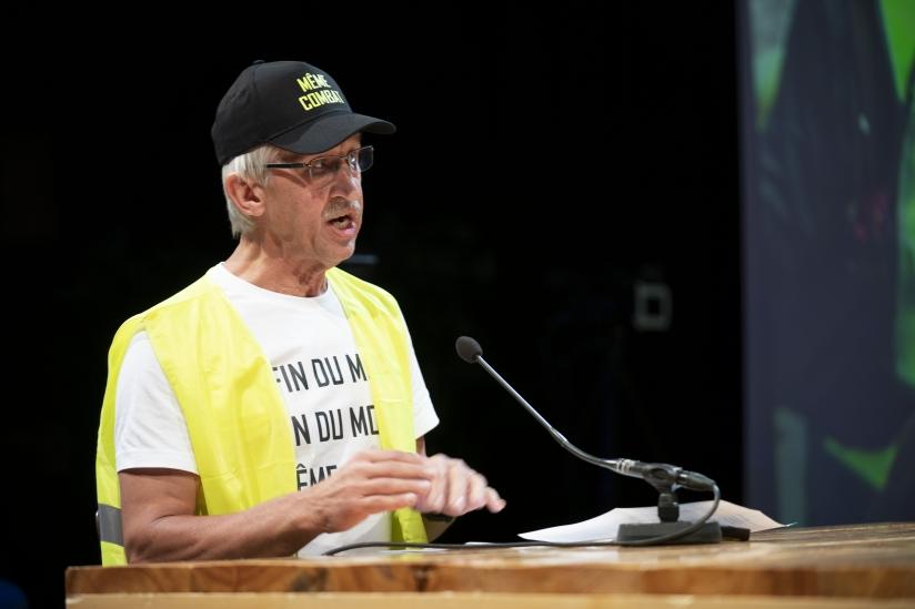 Prof. Pieter Leroy in geel hesje