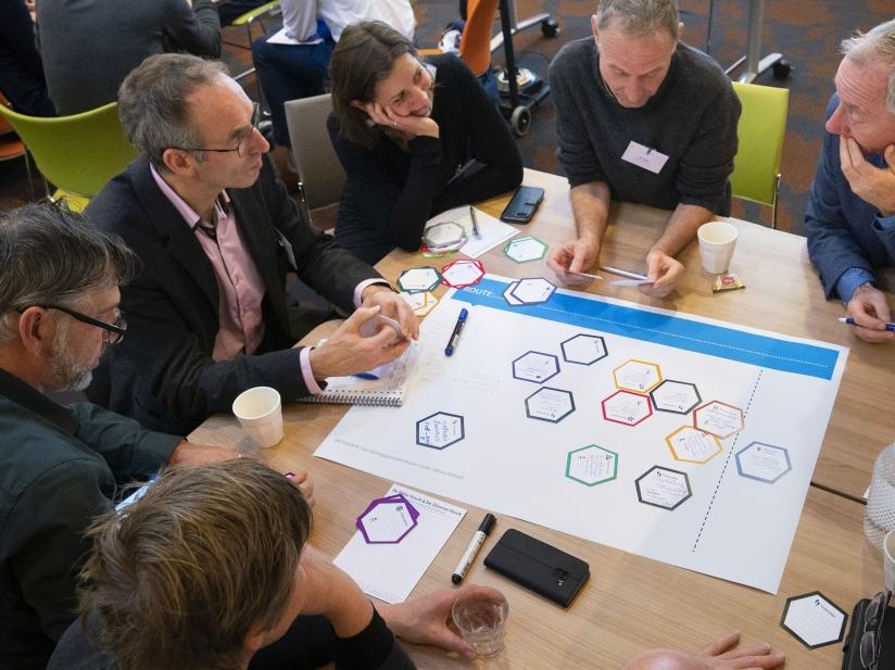 Mensen in een workshop